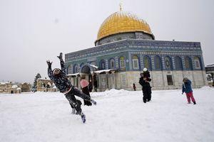 فیلم/ برف بازی فلسطینیها در مسجدالاقصی