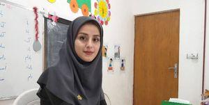 معلمی که زندگی را با دانشآموزانش قسمت کرده است +فیلم و عکس