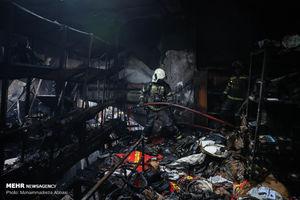 عکس/ آتشسوزی در انبار لوازم خودرو در تهران