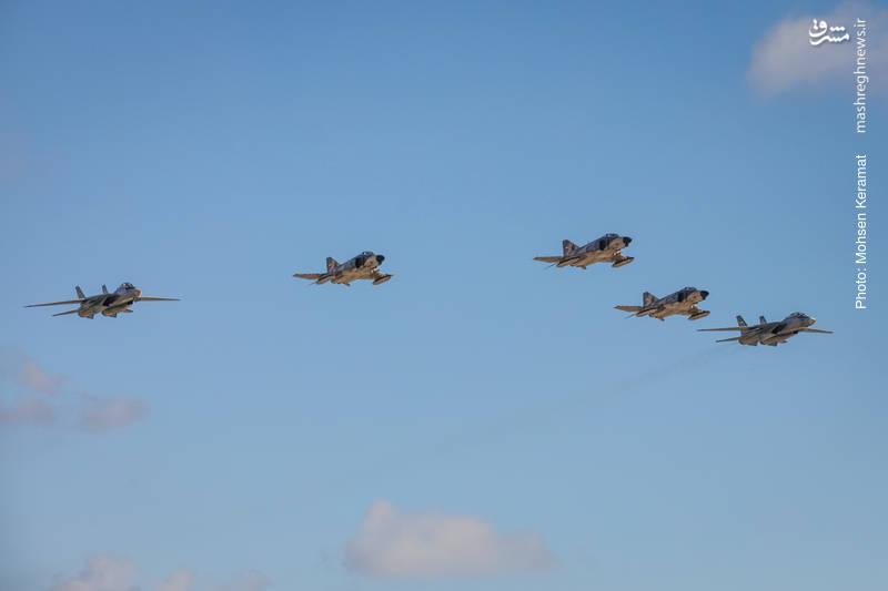 پرواز نمایشی دو فروند جنگنده f14  و سه فروند f4 نیروی هوایی ارتش