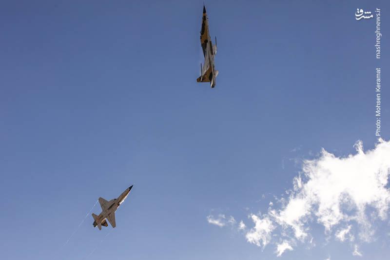 نمایش هوایی دو فروند جنگنده صاعقه نیروی هوایی ارتش