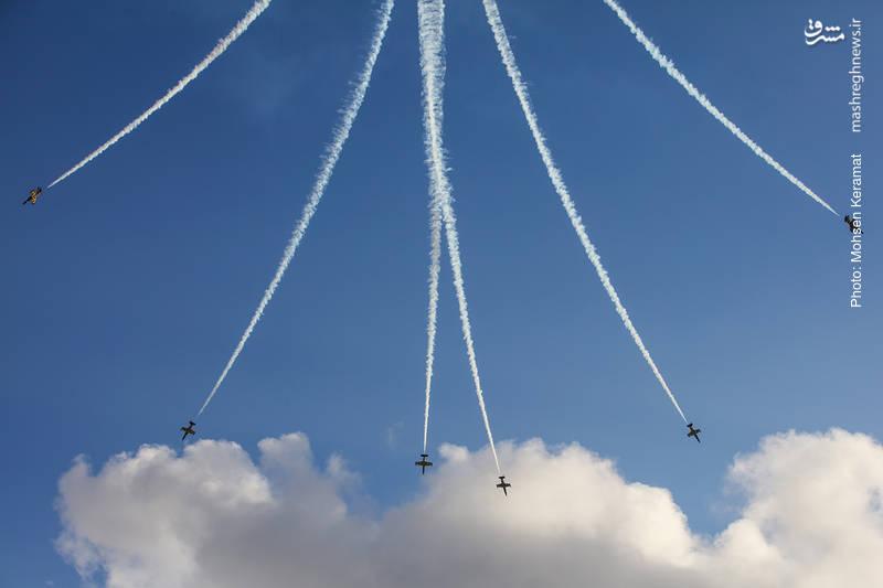 اجرای نمایش هوایی توسط تیم هوایی زنبورهای بالتیک از کشور لتونی
