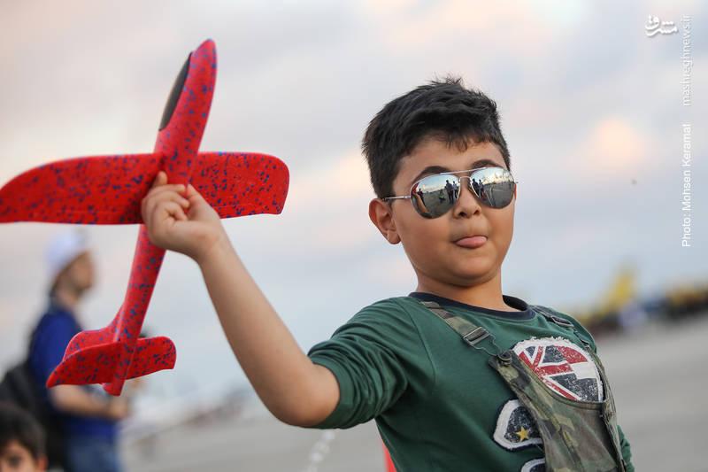 بازدیدکنندگان نمایشگاه هوایی کیش