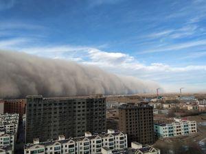 تصاویر هولناک از طوفان شن در چین