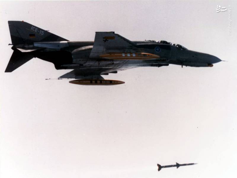فانتوم آلمانی بعد از ارتقاء در حال شلیک موشک AIM-120