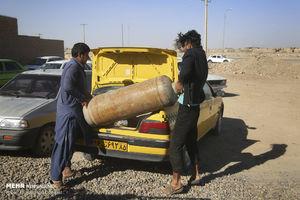 عکس/ سرمای هوا و کمبود گاز برای مردم سیستان!