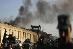عکس/ محل انفجار خودروی بمب گذاری شده در کابل