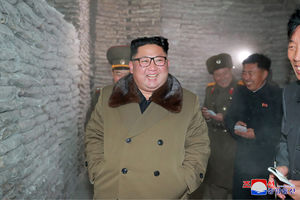 عکس/ بازدید رهبرکره شمالی از کارخانه شیلات