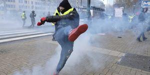 جنبش اعتراضی جلیقه زردها به بروکسل رسید/ پایتخت اروپا متشنج شد+عکس و فیلم