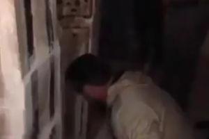 فیلم/ گشودن درب خانه مطهر حضرت زهرا(س)