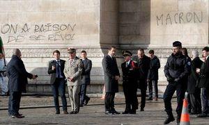 عکس/ شعار نوشته جلیقه زردها در پاریس!