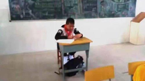 رفتار جاهلانه معلم با دانش آموز مبتلا به سرطان+تصاویر