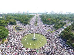 عکس/ تظاهرات مسلمانان اندونزی علیه فرماندار مسیحی