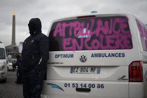 شورش آمبولانس ها علیه ماکرون در قلب فرانسه