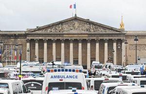 درگیری رانندگان آمبولانس با پلیس فرانسه