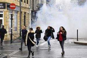 ورود ارتش برای برخورد با معترضان فرانسوی