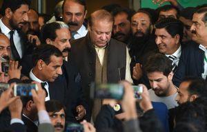 عکس/ حضور نخست وزیر سابق پاکستان در دادگاه