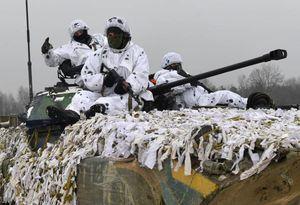 عکس/ رزمایش ارتش اوکراین در نزدیکی مرز روسیه