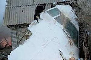 فیلم/ فرود مرگبار هواپیما بر روی یک خانه!