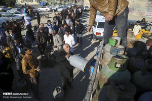 عکس/ صفهای طولانی دریافت سیلندر گاز در زابل