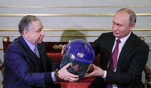 """عکس/ وقتی""""پوتین"""" کلاهایمنی هدیه می گیرد!"""