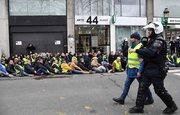 تقابل وحشیانه پلیس فرانسه با طوفان جلیقه زردها