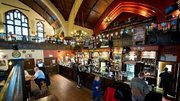 عبادتگاههای بدون مشتری در اروپا و آمریکا/ کلیساهایی که رستوران و مشروبفروشی میشوند + تصاویر