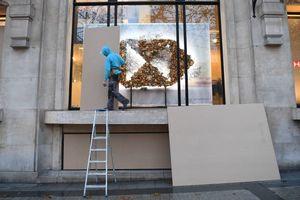 ترس مغازه داران پاریس از معترضان ماکرون