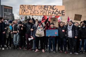 خروش دانشجویان علیه رئیس جمهور فرانسه