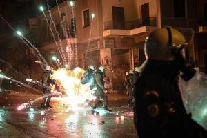 عکس/ درگیری معترضان با پلیس آتن