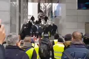 فیلم/ جلیقه زردهای بلژیک در مقابل پارلمان اروپا