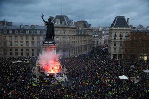 عکس/ میدان جمهوری در تسخیر جلیقه زردها