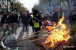 چرا روحانی و ظریف اتفاقات فرانسه را محکوم نمیکنند؟