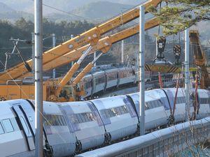 عکس/ خروج قطار سریعالسیر از ریل در کره جنوبی