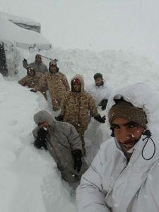 چه بخور بخوریه سپاه! +عکس