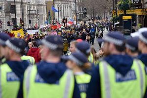 ضرب و شتم پلیس فرانسه با معترضان خروج از اتحادیه اروپا
