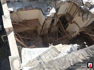 عکس/ ریزش آوار بر روی دو کارگر ساختمانی