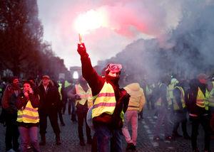بوی جنگ داخلی در خیابانهای پاریس/ آیا دولت جوان مکرون جوانمرگ میشود؟ +عکس و فیلم