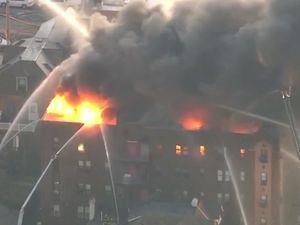 آتش سوزی مهیب در یک ساختمان مسکونی در آمریکا