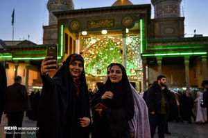 عکس/ تعویض پرچم گنبد حرم عبدالعظیم الحسنی