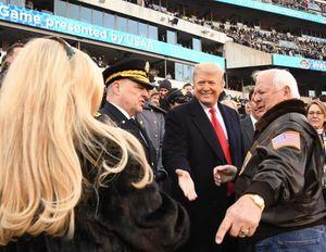 حضور ترامپ در حاشیه مسابقه فوتبال آمریکایی