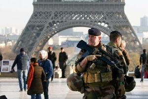 عکس/ تدابیر شدید امنیتی در اطراف برج ایفل