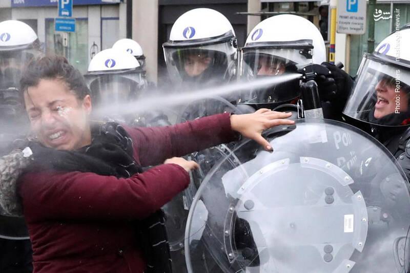 تداوم اعتراضات جلیقهزردها در پاریس همزمان با بازداشت گسترده از سوی پلیس و وعدههای مکرون
