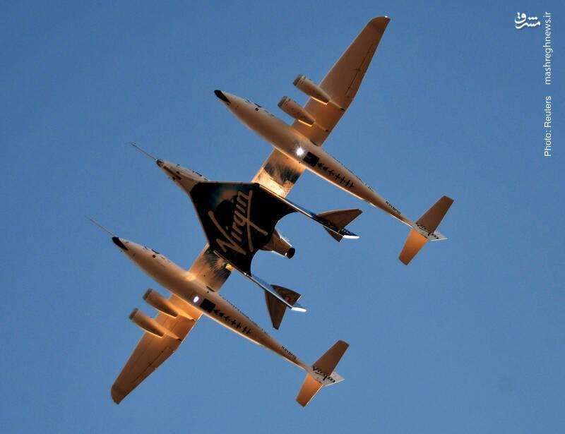 اسپیسشیپ دو، هواپیمای گردشگری فضایی توسط فضاپیمابرِ وایتنایتِ دو در کالیفرنیا حمل می شود. این فضاپیمای گردشگری در آزمایشها توانسته بیش از 271 هزار پا از زمین فاصله بگیرد.