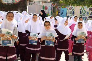 ٤٠ هزار دانشآموز اولین کارت بانکی خود را از بانک صادرات ایران دریافت کردند