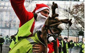 عکس/ بابانوئل جلیقه زردها در فرانسه