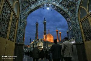 عکس/ حال و هوای حرم حضرت معصومه در شب رحلت ایشان