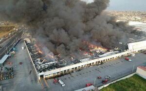 عکس/ آتش سوزی مهیب انبار پارچه در مکزیک