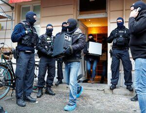 عکس/ بازرسی مسجدی در برلین توسط پلیس آلمان