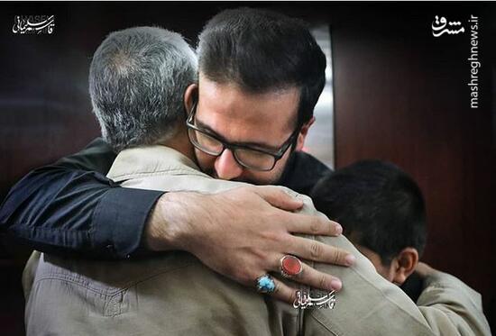 عکس/ فرزندان شهیدخوشلفظ در آغوش سردار سلیمانی